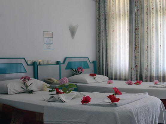 iki-tek-yatakli-oda-01-marin-hotel-kemer