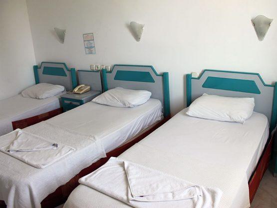 uc-tek-yatakli-oda-01-marin-hotel-kemer